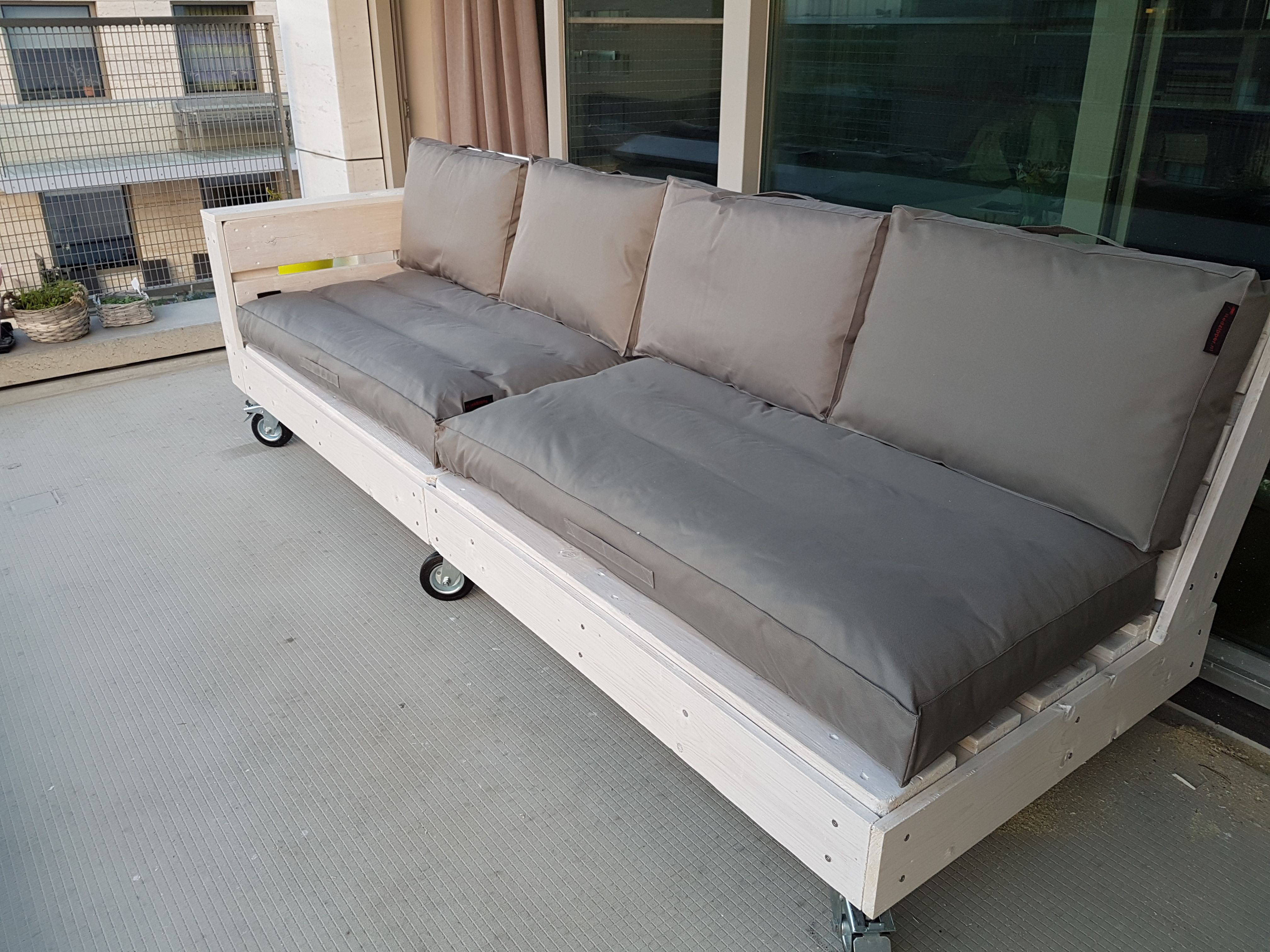 Loungeset Pallets Zelf Maken Loungebank Van Pallets In 2019 Pallet Lounge Couch
