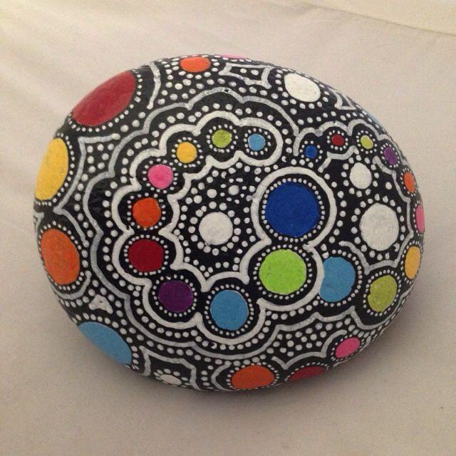Resultado de imagen para puntos para tejer mandalas irma - Piedras de rio pintadas ...