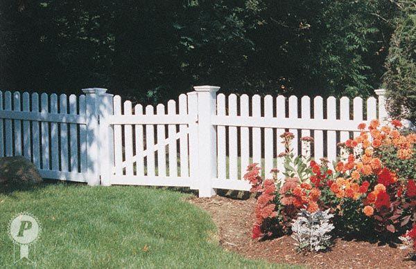 Dog Ear Picket Fence With Scalloped Gate Backyard Fences Farm