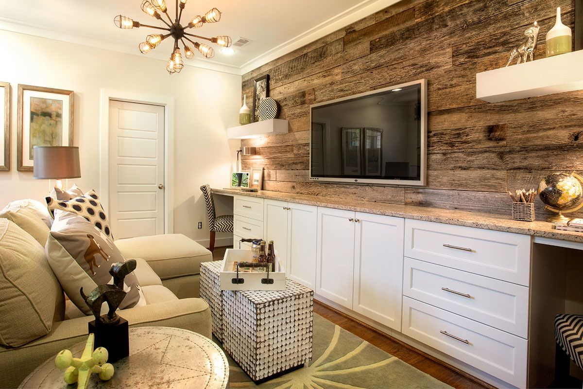 amazing living room built ins reclaimed wood tv | A reclaimed wood accent wall and built-in desks elevate ...