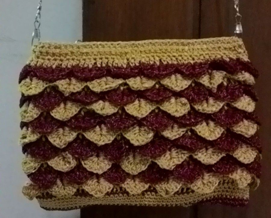 Goldie Red Crocs Bag Free Pattern & Tutorial from #BAG-O-DAY CROCHET & MORE Crochet crocodile stitch clutch purse Tutorial #5 https://www.youtube.com/watch?v=yklgjTCxdO4