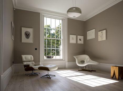 mur beige boiseries blanches d co salon pinterest boiserie blanche murs beiges et boiseries. Black Bedroom Furniture Sets. Home Design Ideas