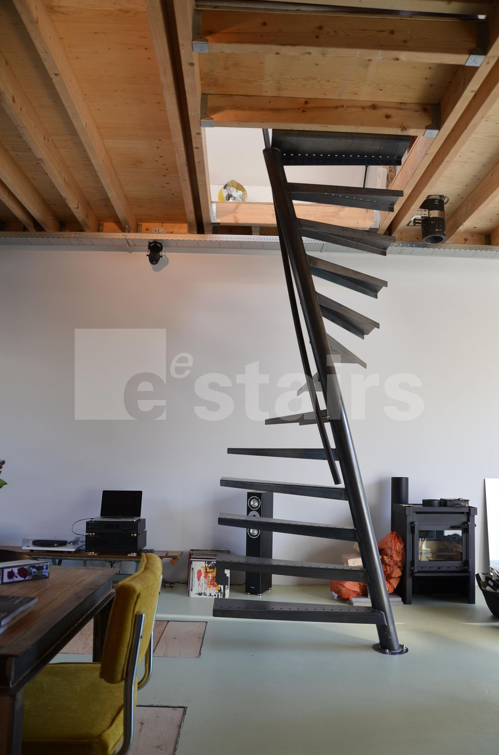 Square Spiral Staircase / Metal Steps / Without Risers   TSS 067   EeStairs