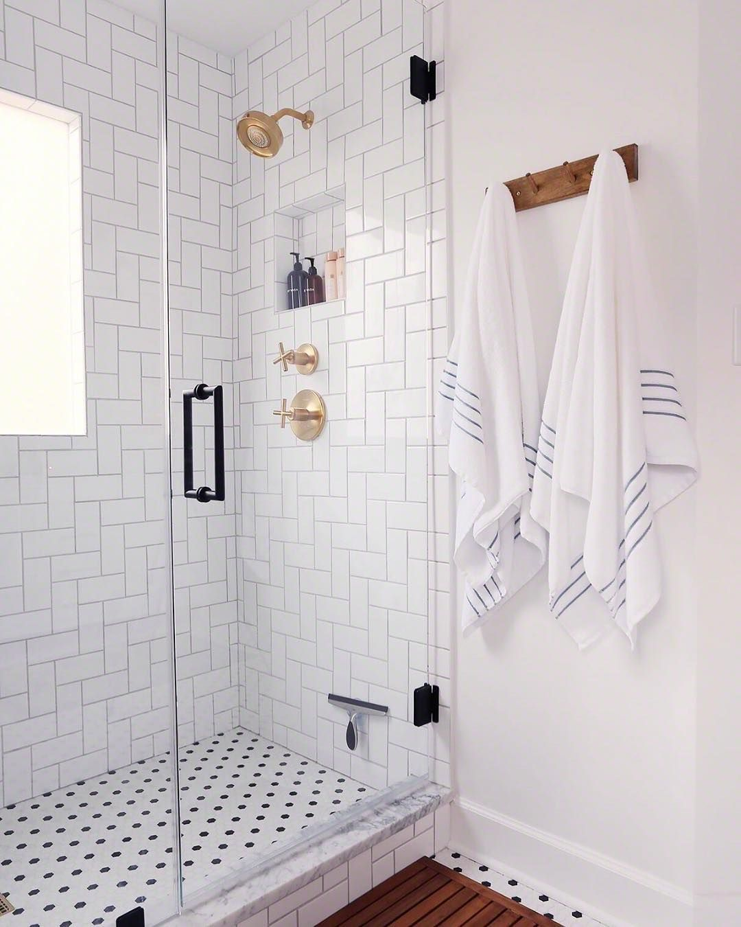 Hi All And Happy Monday Are You Guys Interested In Getting Some Decor Hints From Me I M Tea White Bathroom Tiles Bathroom Remodel Shower Bathroom Towel Hooks