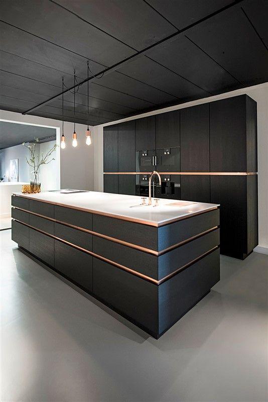 Perfektion bis ins Detail. Dieses Design spricht in seiner kraftvoll g … - Architektur und Kunst #kücheninspiration