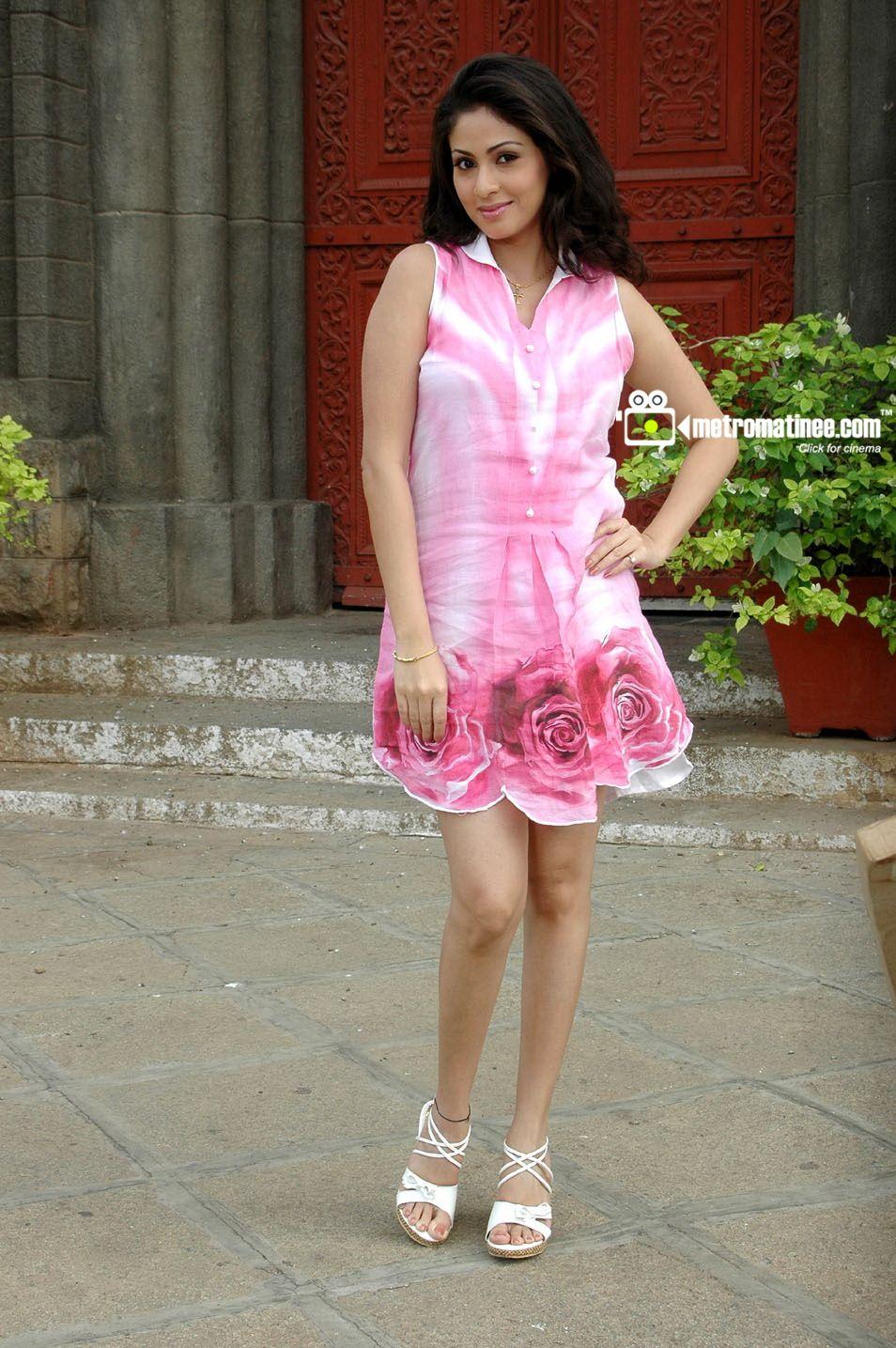 NEWS Mallika kapoor, Pooja bedi, Graduation dress