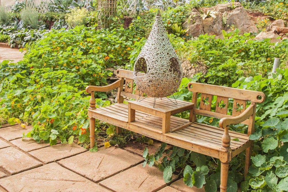 Best Dies Ist Eine Kreative Dekorative Und Funktionale Gartenbank Aus Holz  Mit Einem Eingebauten Tee With Holztisch Mit Bank Fr Garten