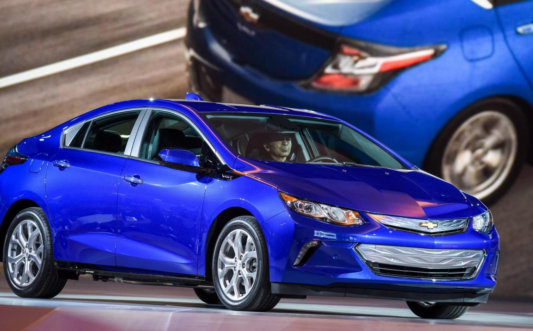 Chevrolet Volt The Latest Version Of Gm S Plug In Extended Range Hybrid Sedan Expands Its All Electric Mode To 50 Miles On A Single Charge