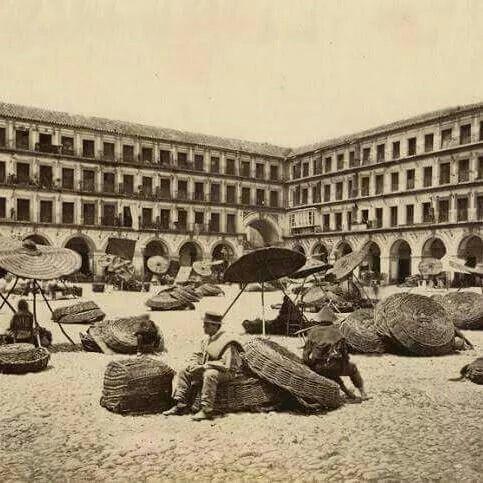 C rdoba plaza corredera c rdoba historia pinterest for Azulejeria antigua cordoba