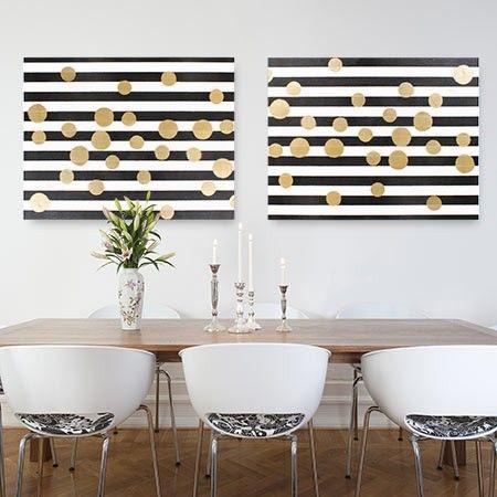 Créer un tableau déco composé de rayures chics et de confettis dorés en un tournemain à partir de quelques techniques simples. Le noir, le blanc et l'or: une combinaison de couleurs tendance et glamour.