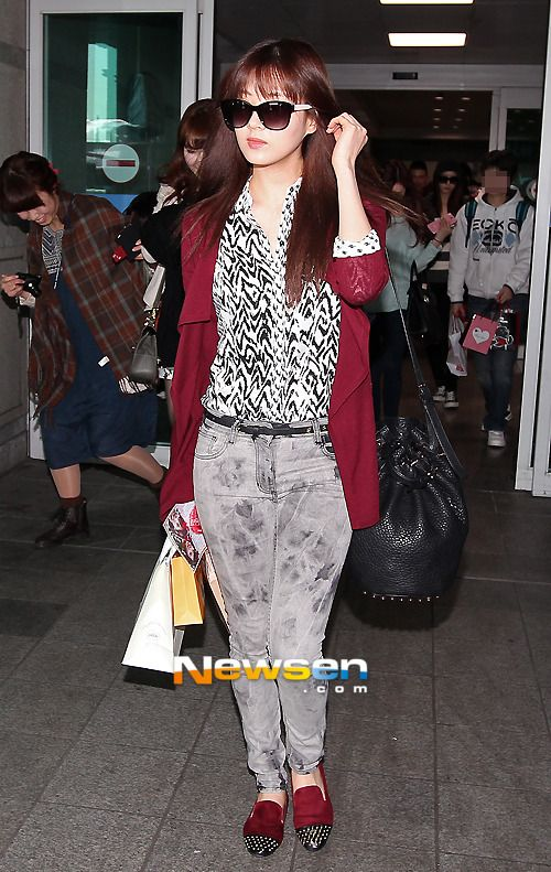 http://okpopgirls.rebzombie.com/wp-content/uploads/2013/03/SNSD-Seohyun-airport-fashion-March-11-04.jpg