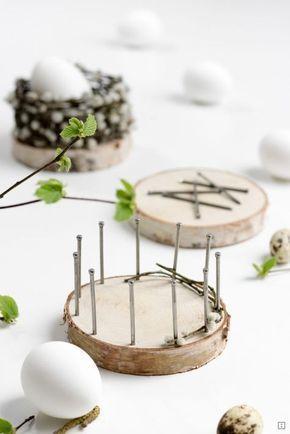 Osterkörbchen flechten mit Baumscheiben is part of Easter diy, Easter baskets, Easter crafts, Easter, Mason jar diy, Tree slices - Osterkörbchen flechten mit Baumscheiben  ein schnelles DIY und natürliche Osterdekoration