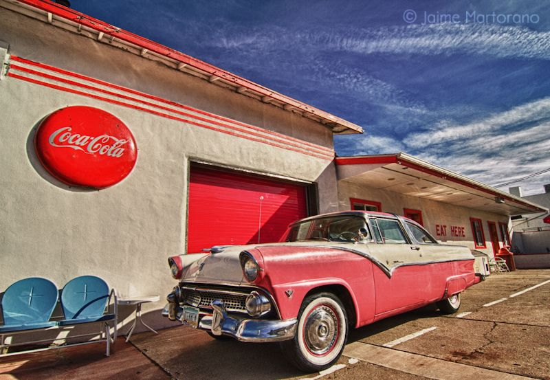 1955-ford-crown-victoria-on-route-66-williams-arizona