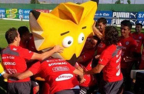 La Copa América Chile 2015 ya tiene mascota, se trata de un zorro culpeo, que aún no tiene nombre.