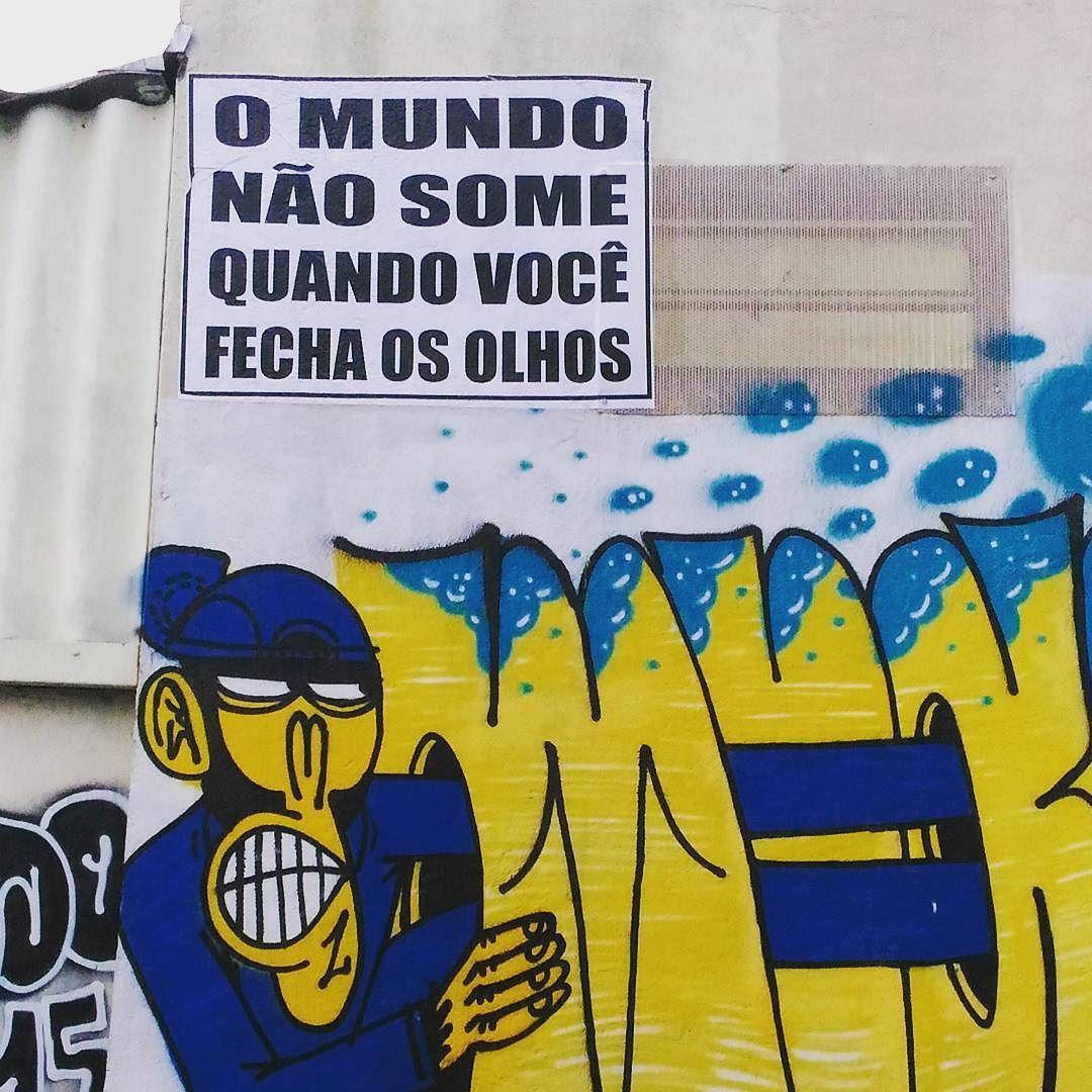 O mundo não some quando você fecha os olhos. #vilamadalena #streetart #sampa #saopaulo by mmoitinho