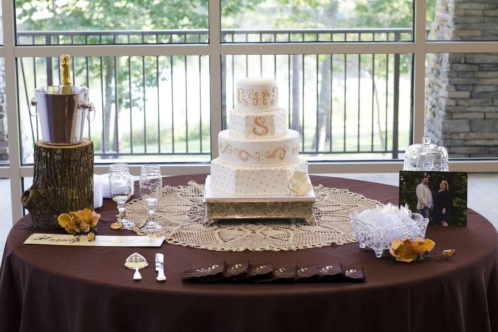 Rustic Cake Table 1000x667