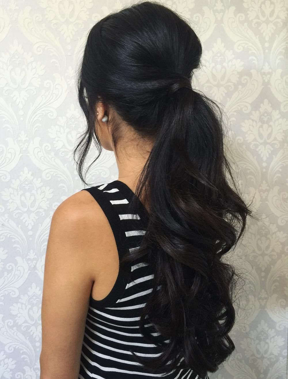 30 Eye Catching Ways To Style Curly And Wavy Ponytails Hair Ponytail Styles Long Hair Styles Wavy Ponytail