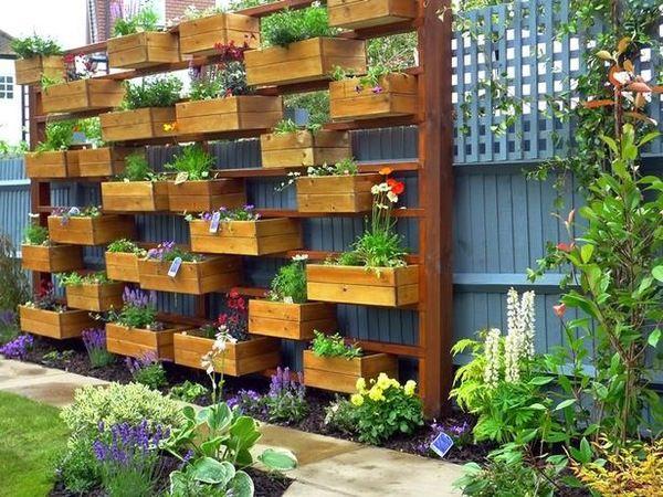caisses de vins recycl es en jardini res plantes pinterest caisses de vin caisse et. Black Bedroom Furniture Sets. Home Design Ideas