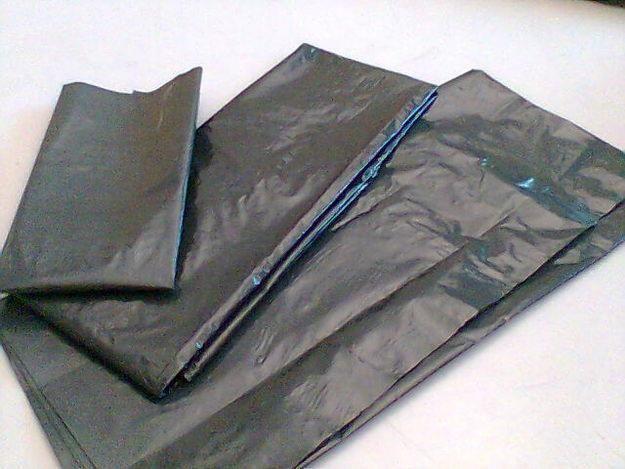 Exemplo 3: Sacos de Lixo.  Classificação: PEBD/PELBD - polietileno de baixa densidade/polietileno linear de baixa densidade. Local encontrado: Trabalho.