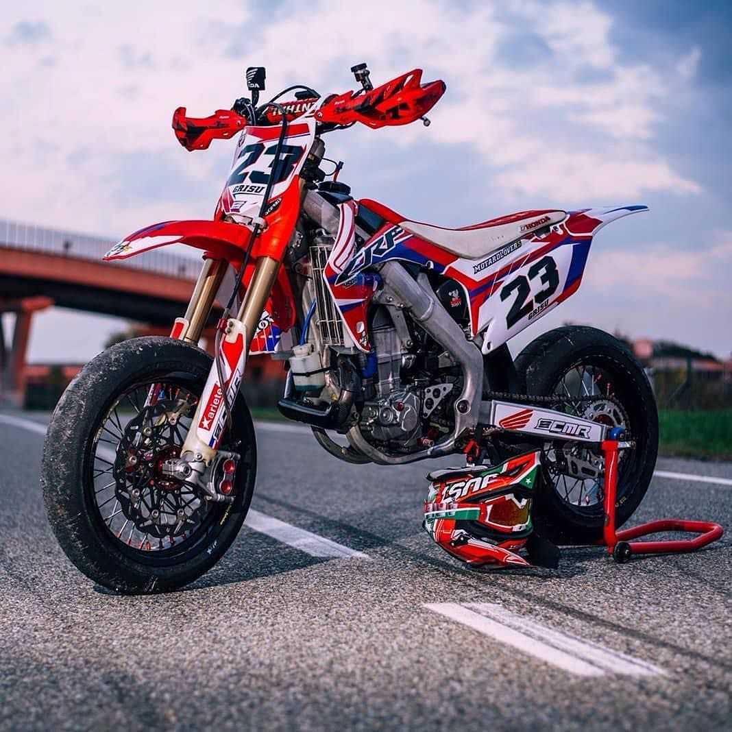 No Hands With Images Dirtbikes Bike Life Moto Bike