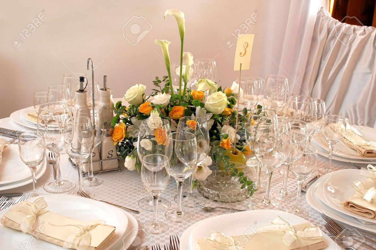 22461713 mesas decoradas para una fiesta o recepci n de for Mesas de bodas decoradas