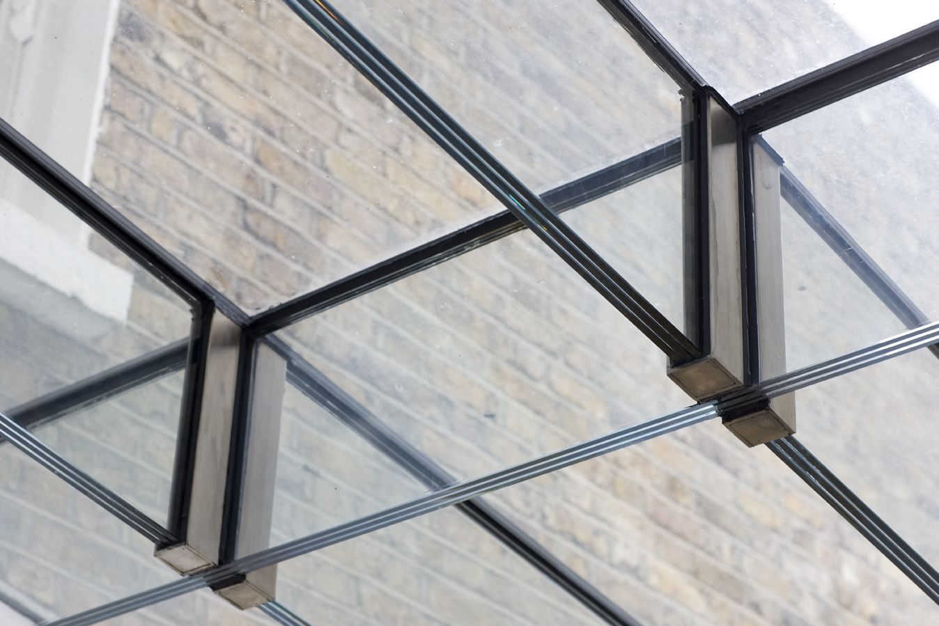 Glass Cross Beams set within stainless glass shoes   cristal ...