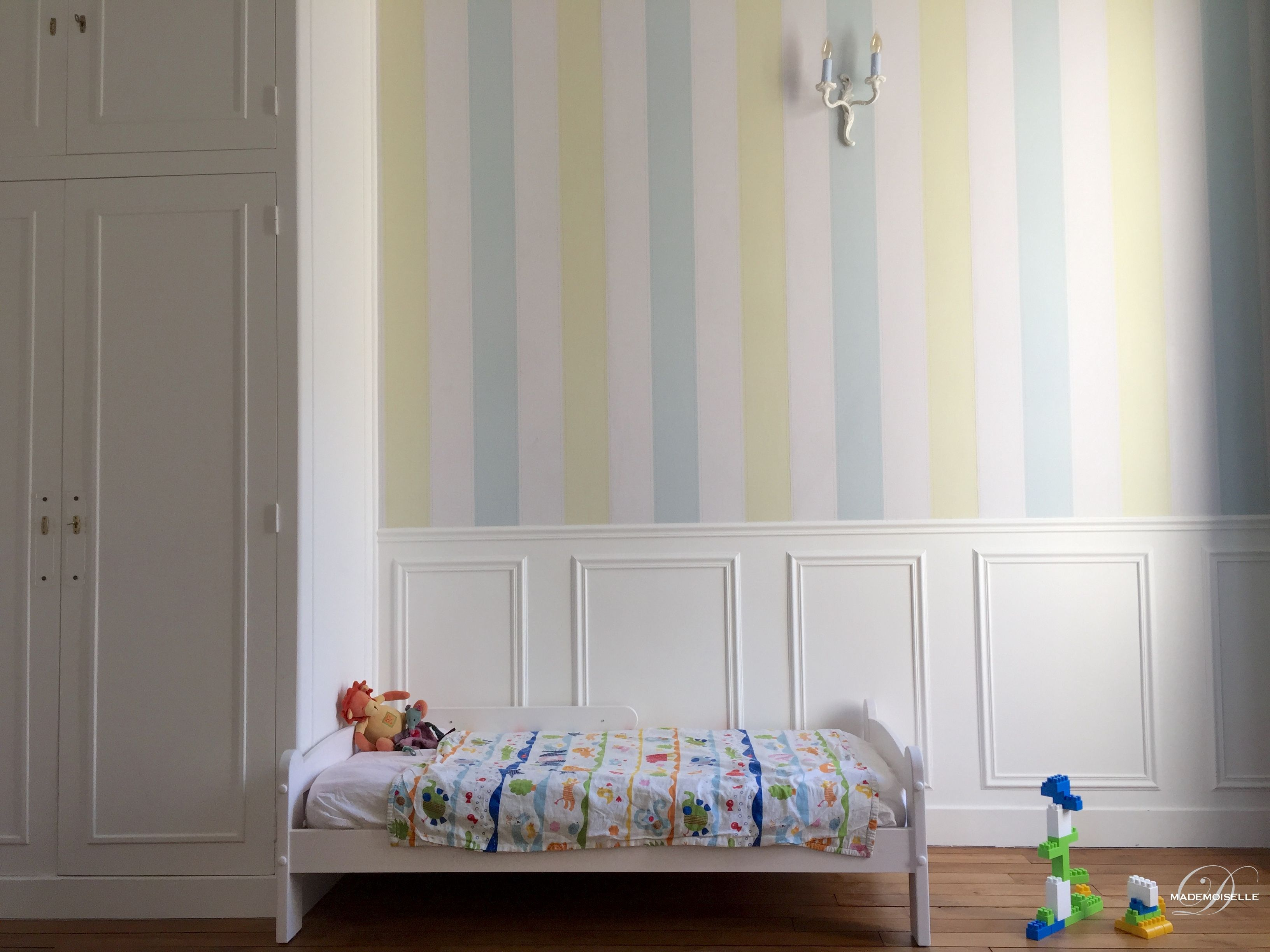 Décoration Chambre Denfant Bleu Et Vert Anis Sous Bassement Bois - Chambre enfant bleu et vert