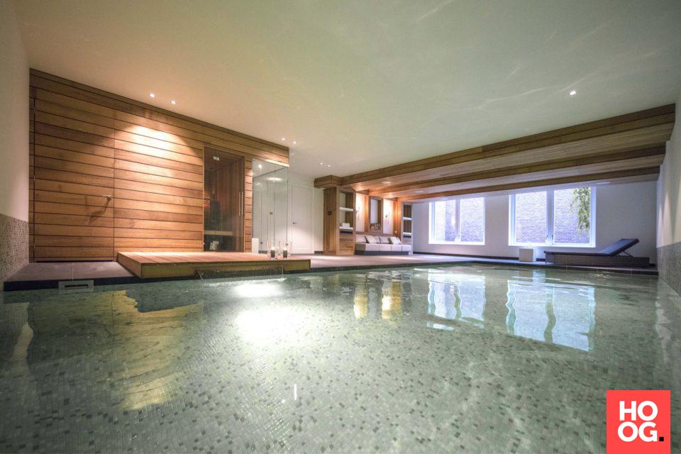 Luxe binnen zwembad met sauna en lounge wellness project medie