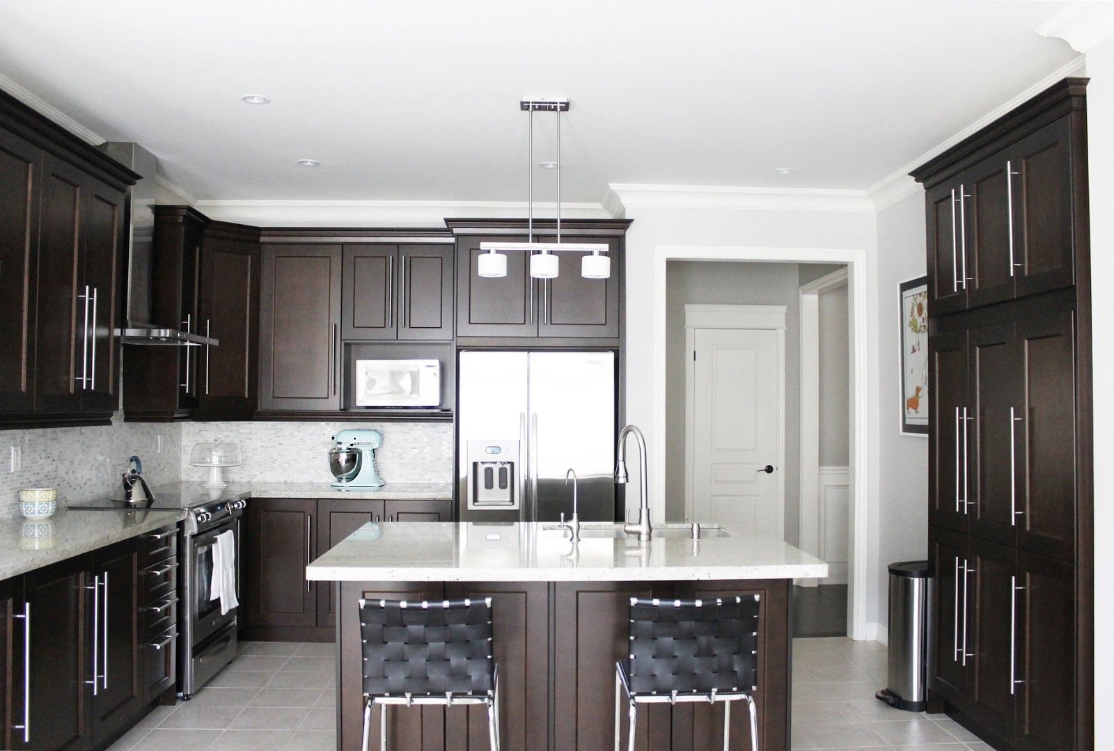 Gorgeous Brown Kitchen Cabinet Design Inspirations : Fascinating ...