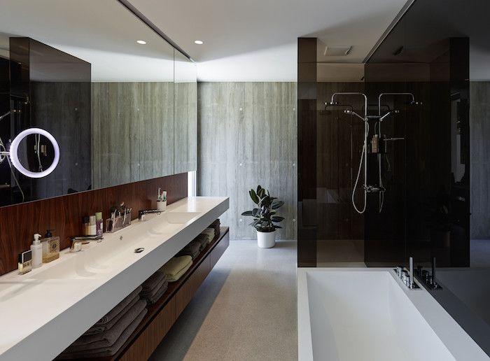 Großer badezimmerspiegel ~ Bäder ideen langes weißes eckiges waschbecken großer spiegel