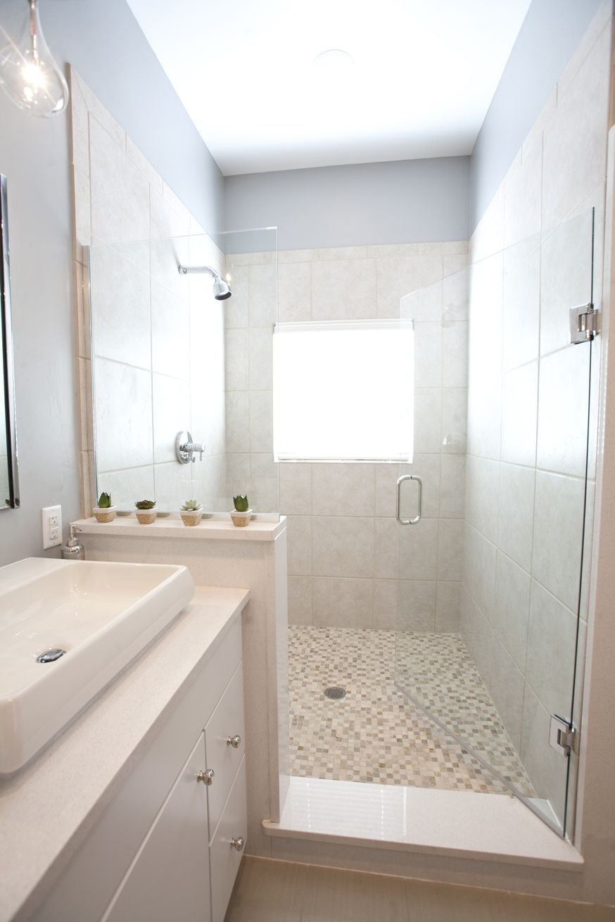 I like the size of this shower. Needs shelves though. | My Dream ...