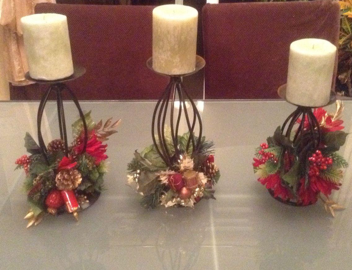Centro de mesa con flores y velas para navidad for Centro mesa navidad
