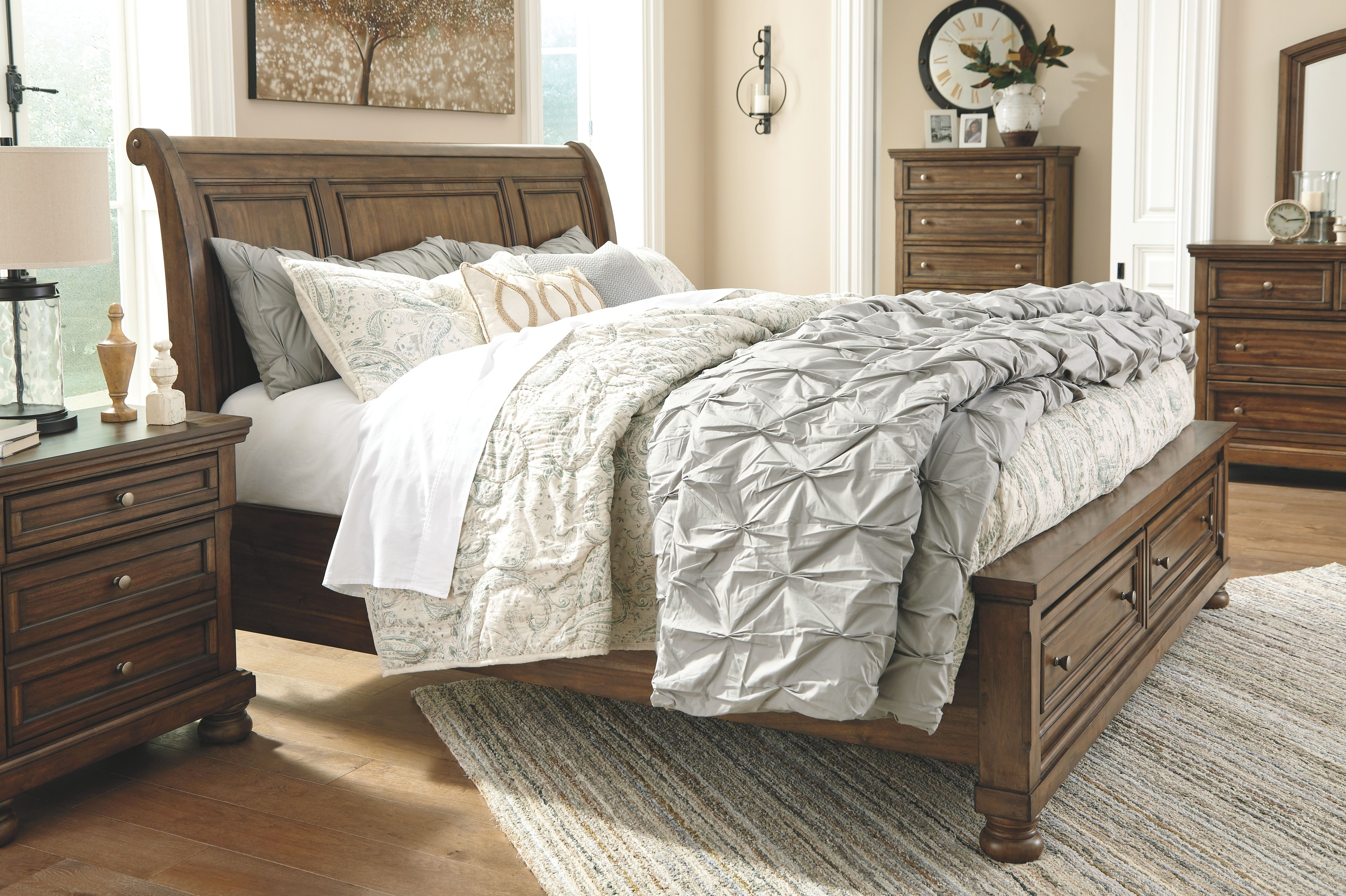 Flynnter King Sleigh Bed with 2 Storage Drawers, Medium