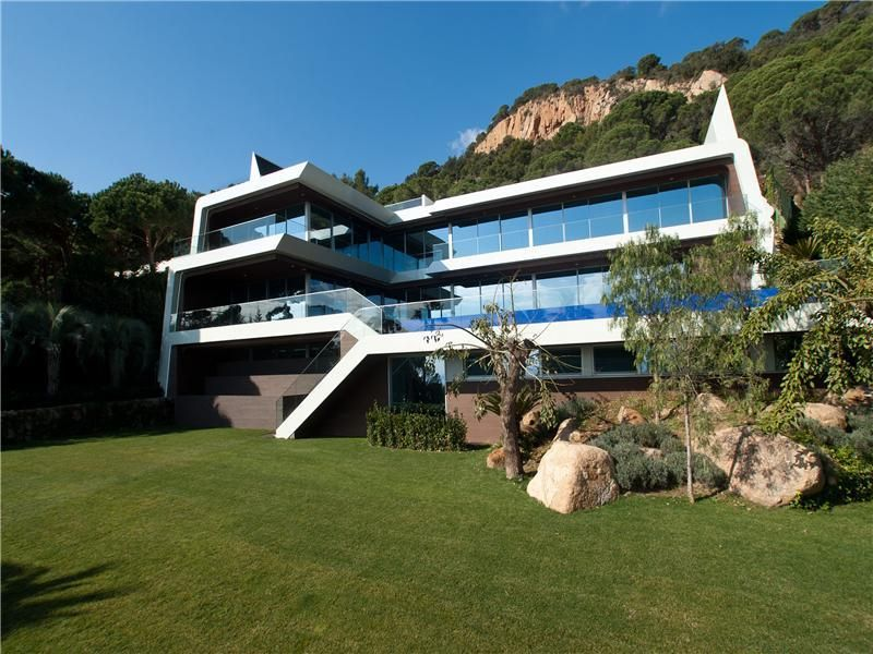 Beautiful Modern Mansions you won't believe the views you would get in this amazing modern