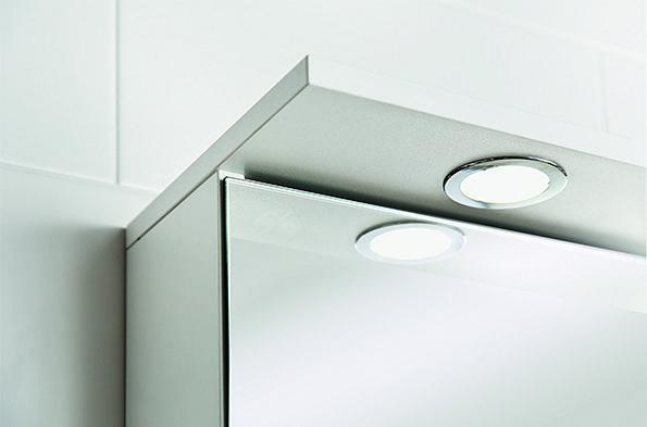 Huolehdi, että kylpyhuoneestasi löytyy riittävästi valopisteitä tarpeisiisi.