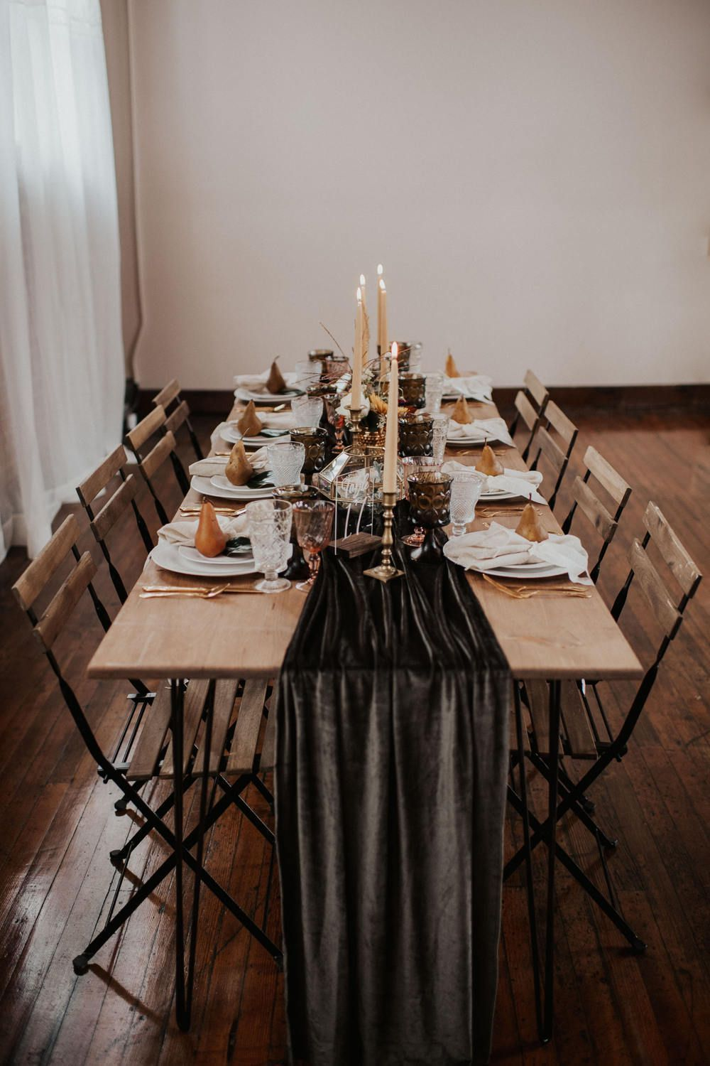 Dark reception table runners feel moody, modern, and just