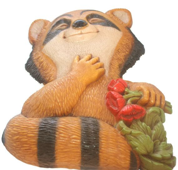 Vintage Homco Raccoon Home Decor Wall Hanging in good vintage condition. This cute little guy would