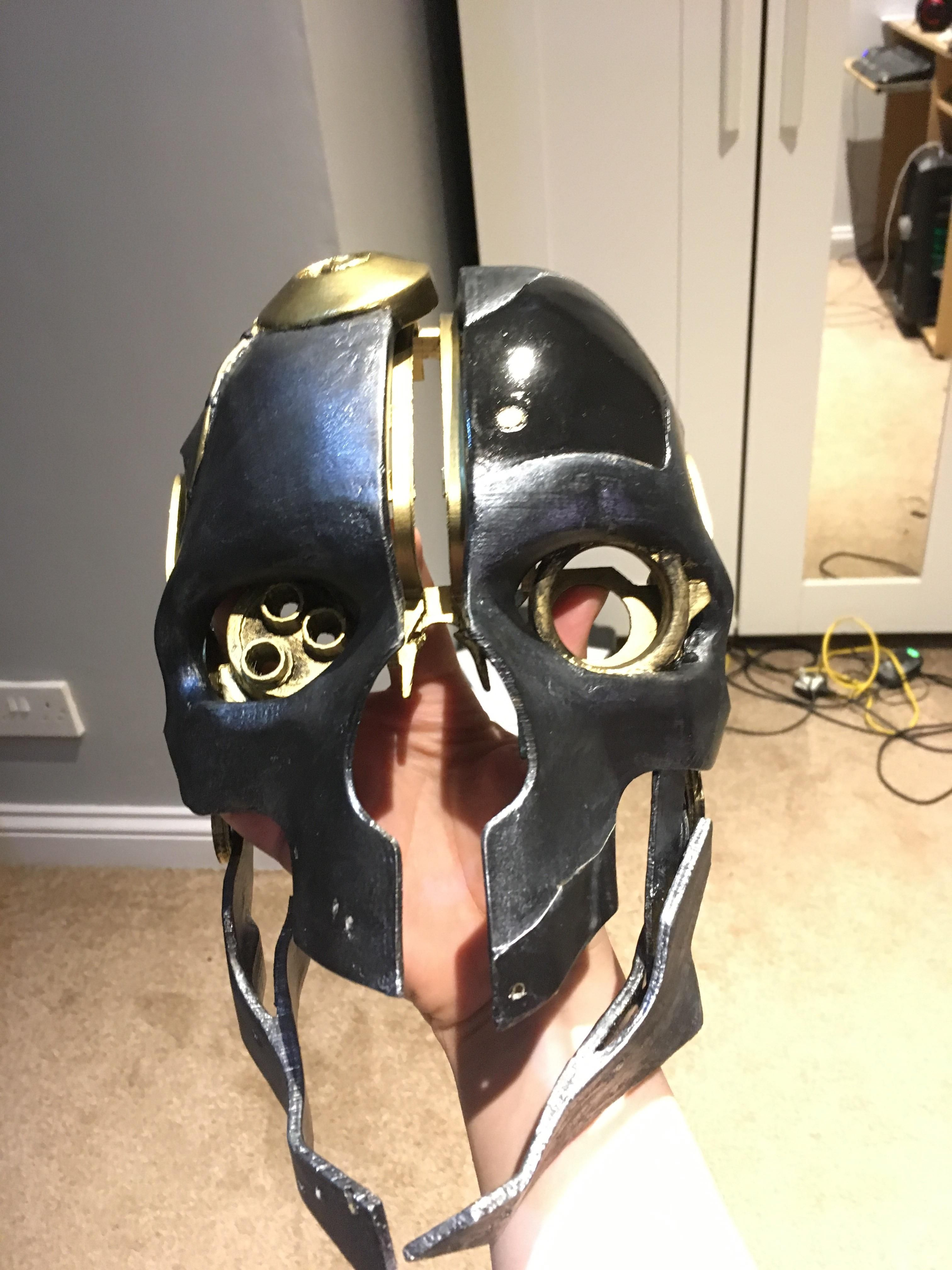 3D printed and painted Corvo's mask from Dishonoured (picture ...
