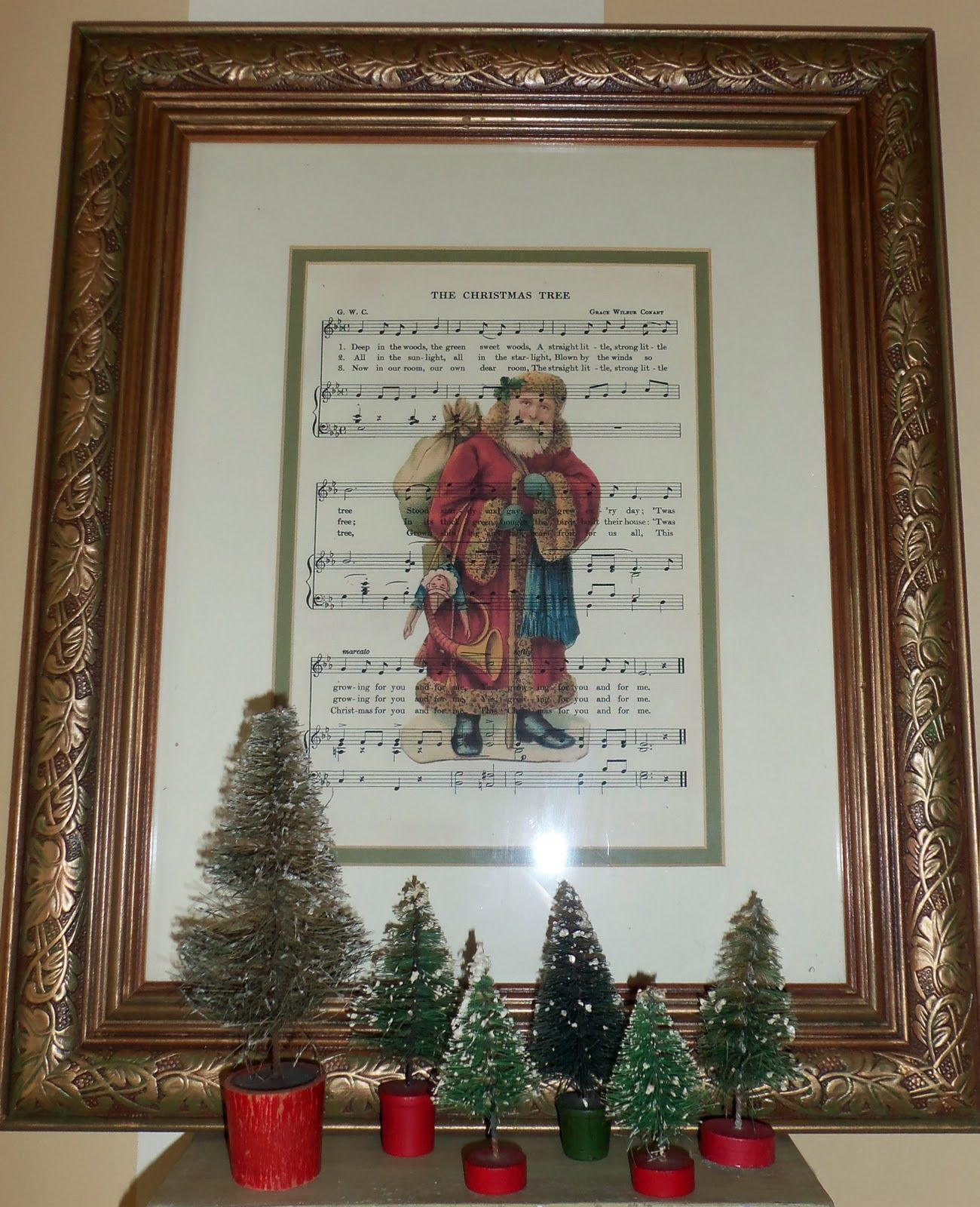 Love this!  Larissa Hill Designs: Music, Santas and Recycled Frames @http://larissahill.blogspot.com/2011/12/music-santas-and-old-frames.html#