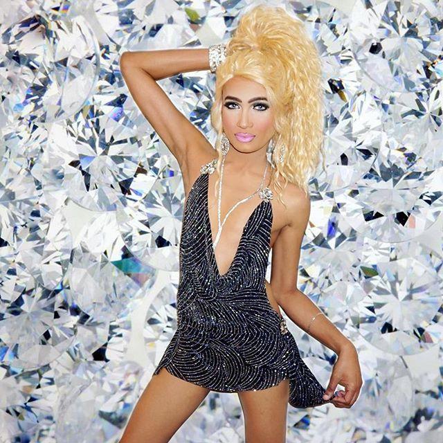 Блондинка транс и парень — 2