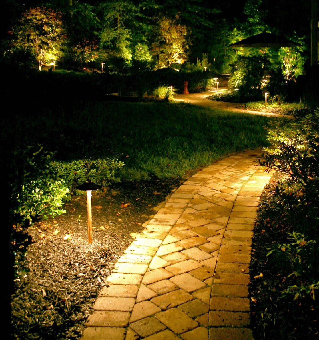 25 Creative Landscape Lighting Ideas To Give A New Look To Your Outdoor Space Outdoor Landscape Lighting Outdoor Path Lighting Outdoor Landscaping