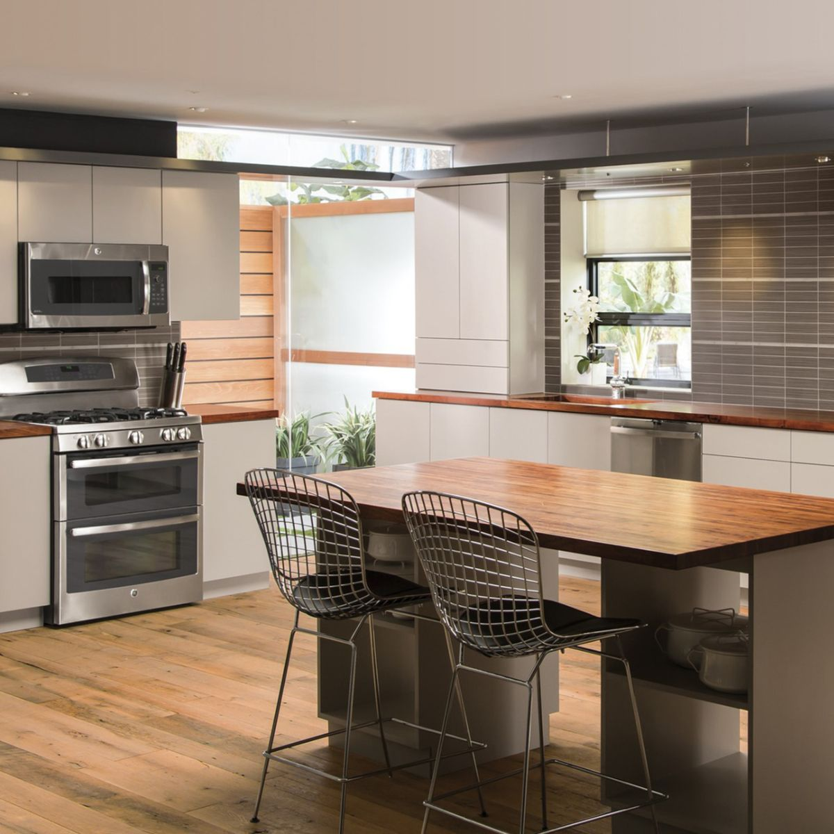 these contemporary cabinets give the kitchen a seamless and streamlined look on kitchen cabinets modern contemporary id=97850