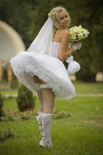 podruzhki-bez-trusov-na-svadbe-golih