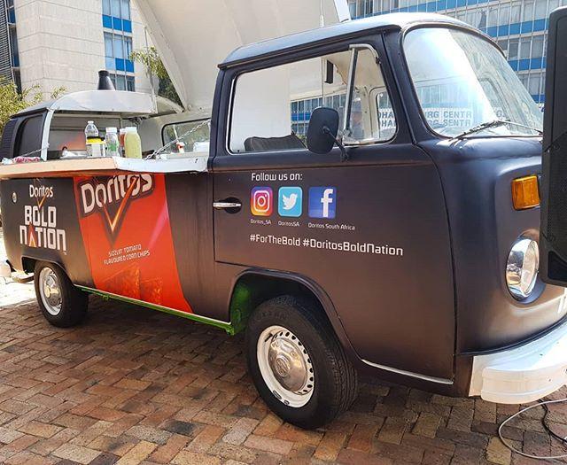 This food truck is making dishes with #SizzilinTomato @DoritosSA #DoritosBoldNation #ForTheBold #ExploreWithDoritos #ExploreZA @ExploreZA #Instameet #TheLifesWay #Photoyatra #aashishRai #WalkingwithCamera #photographerwithpassion #mobilePhotography #SmartphoneCamera #SocialMediaInfluencer #Blogger #Johannesburg #SouthAfrica #GalaxyNote8 #DoBiggerThings #techJournalist #Lifestyle #HealthyLiving #foodlovers #foodblogger #WalkingLover #Nachos #Pepsico #Foodwithcolors #JohannesburgCityLife #jozi www.thelifesway.com