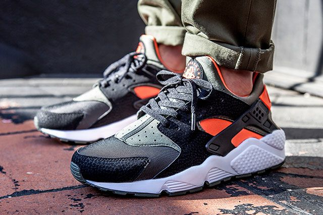 NIKE AIR HUARACHE (GREEN/HYPER CRIMSON