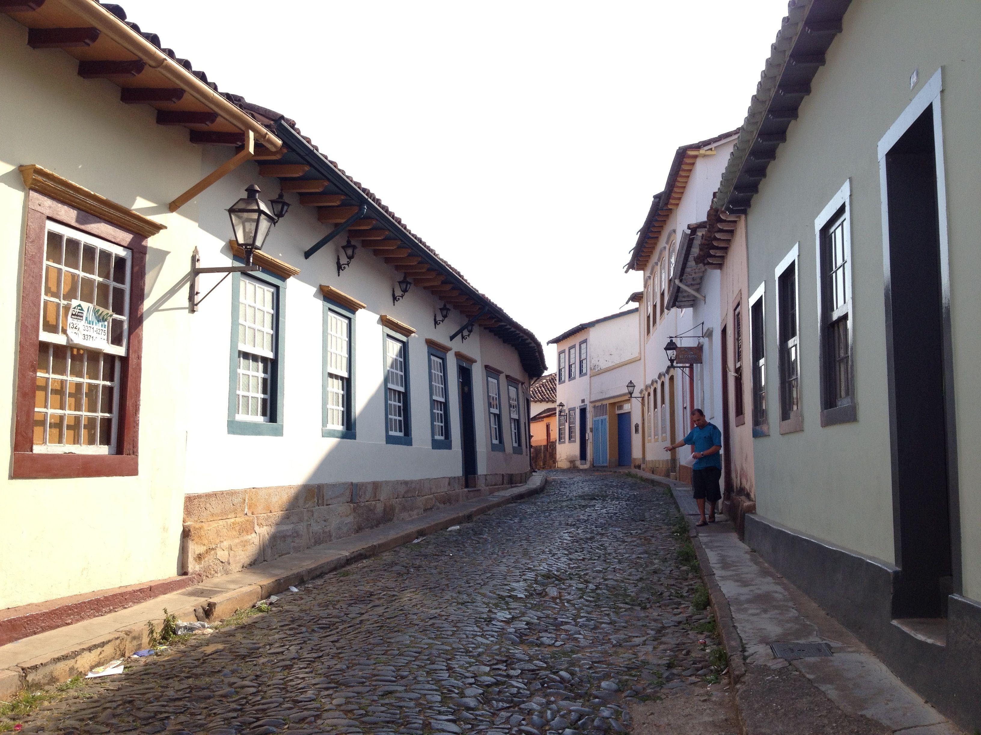 Rua Das Casas Tortas Crooked Houses Street Sao Joao Del Rei Minas Gerais Brasil Com Imagens Brasil Brasilia Sao Joao Del Rei