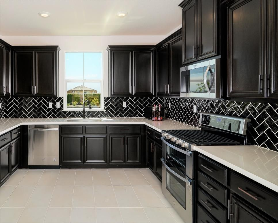 Best Beautiful Black Kitchen With Hints Of Pink Cocinas 400 x 300