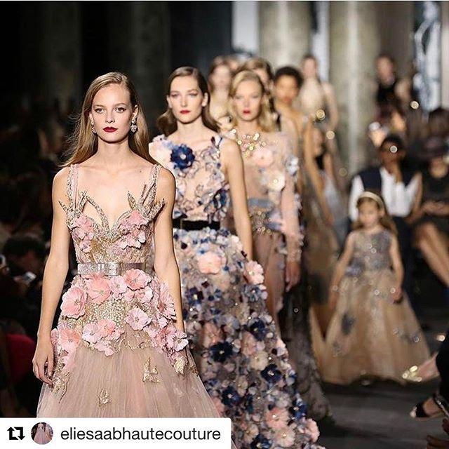 着ないけど可愛すぎてキュン死シリーズ本日last💕 やはり立体的なお花モチーフかわええな。。。日本にはこんなドレス輸入されてるかしら・・・?でも特徴すぎてなかなか着れないのかなぁ、、、前の2つ激可愛いやん(๑°⌓°๑)さすがは #エリーサーブ 様✨ #ウェディングドレス #もはやこれ私服でワンピースにしても可愛い#それこそいつ着るんだ #見てニコニコして満足 #プレ花嫁 #ダメだ一生プレ花嫁でいたい #それじゃダメだ #結婚 するのに( 笑 ) #お花モチーフ #可愛い  #Repost @eliesaabhautecouture with @repostapp ・・・ #Eliesaabkasuminwedding