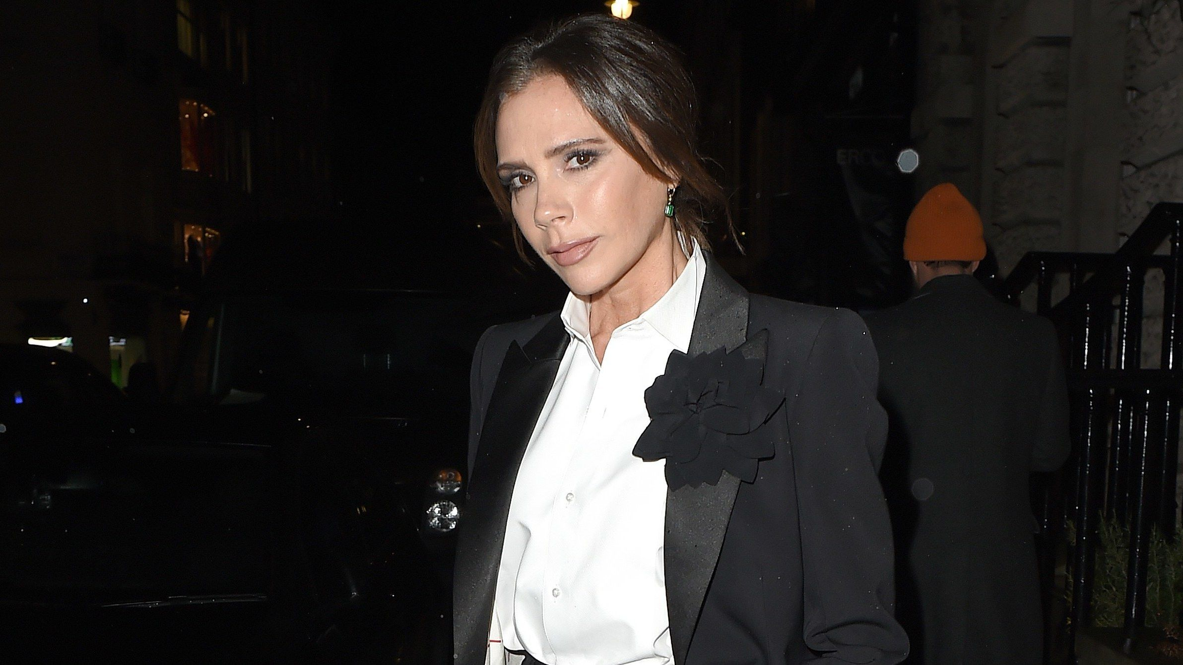Victoria Beckham Does Holiday Party Style Like A Fashion Mogul Holiday Party Fashion Victoria Beckham Party Fashion