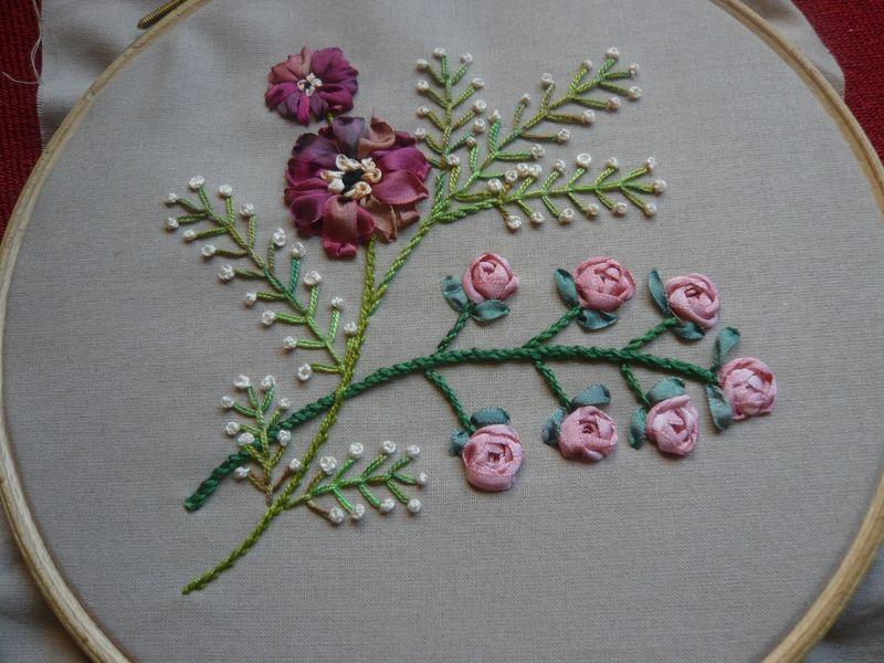 Encore une autre fleur - Gipsy Karavan | Broderie au ruban, Broderie à la main et Broderie